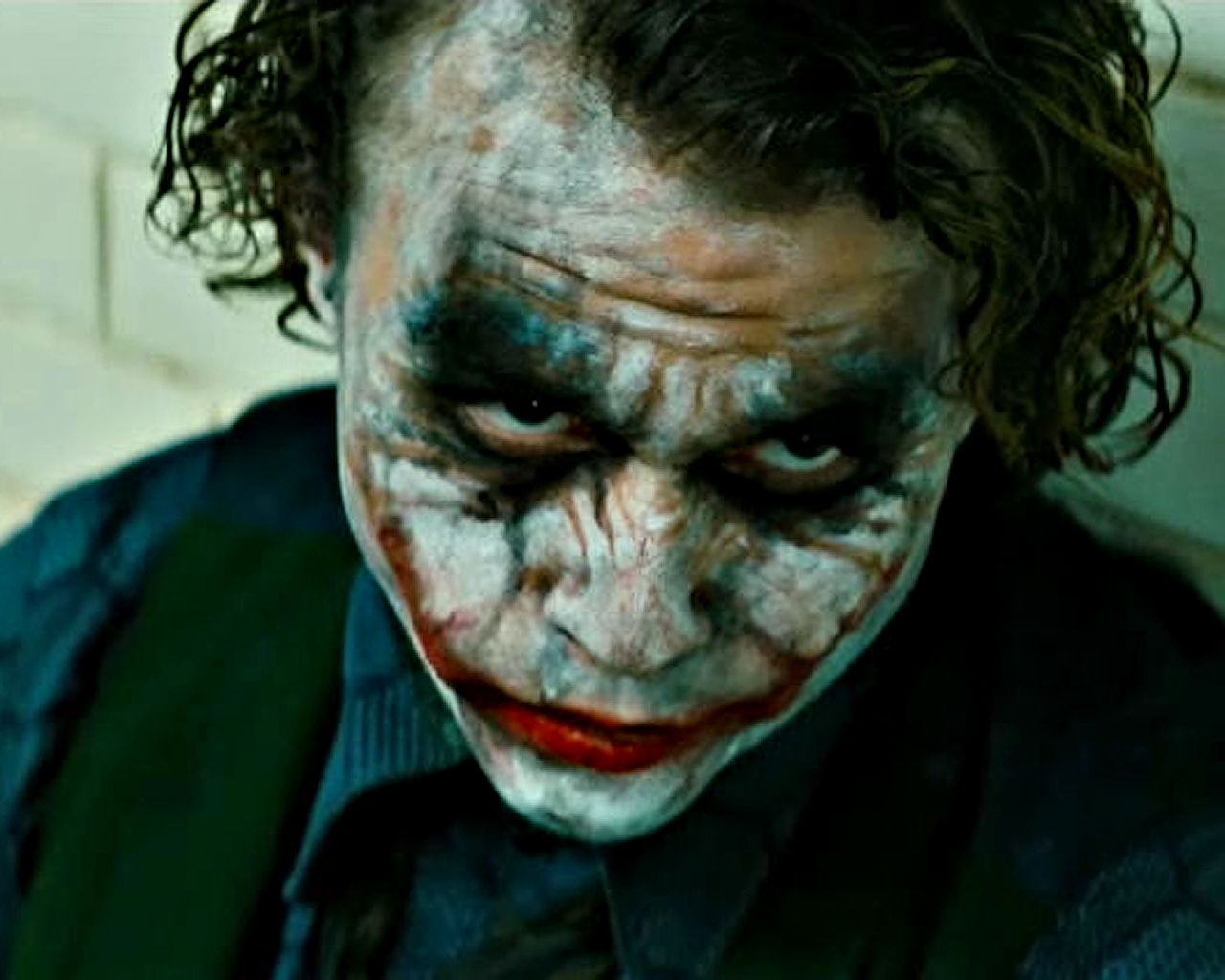 http://3.bp.blogspot.com/-AHowjSTIKt4/T-qqBUQHLqI/AAAAAAAACLg/X7bgGx23zaA/s1600/09+heath_ledger_as_joker_wallpaper_-_1280x1024.jpg