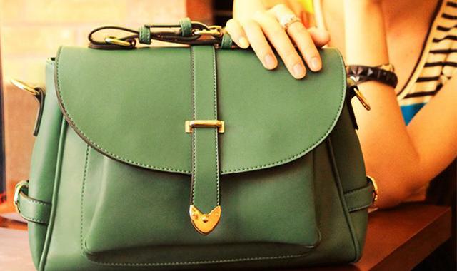Girl Should Carry Handbag