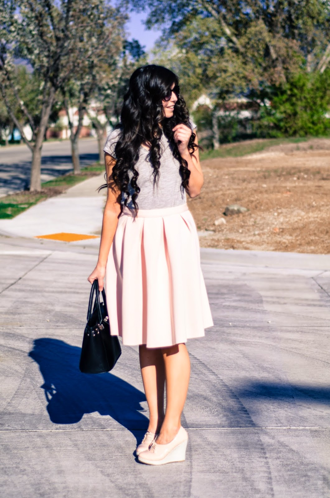 casually styling a a-line skirt, grey casual top with a skirt, how to get a college degree in high school, perfect look for summer, pink flared skirt, pink flares,