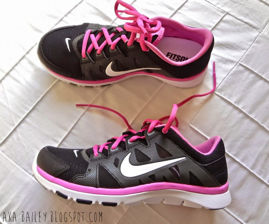 Nike Flex Supreme trainers in black and pink