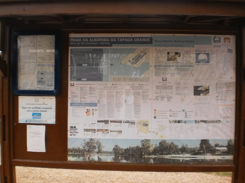 Placa informativa na Praia da Albufeira da tapada Grande