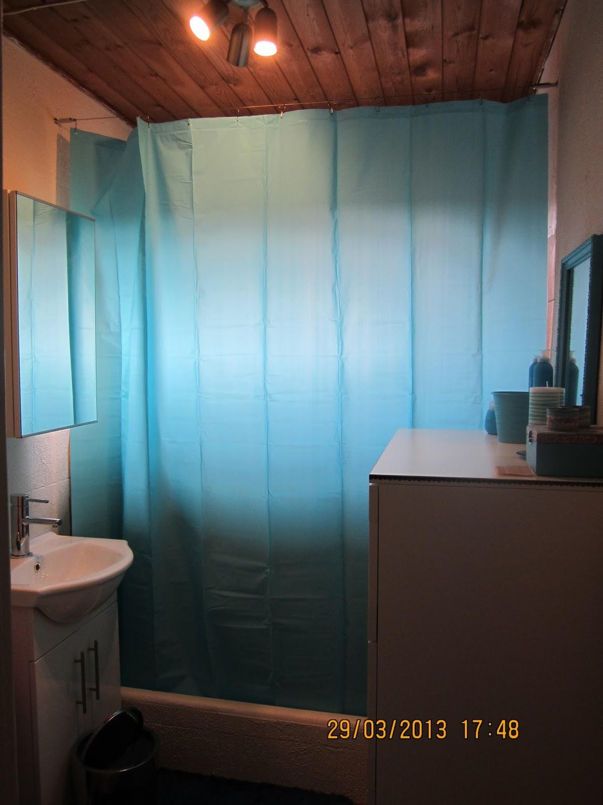 Lidt billeder på væggen gjorde underværker, nyt badtilbehør i ...