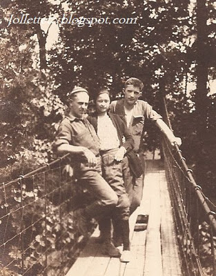 Violetta's friends on a footbridge