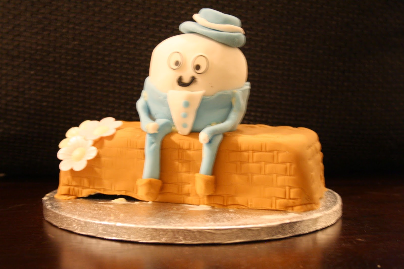 Humpty dumpty creme egg cake