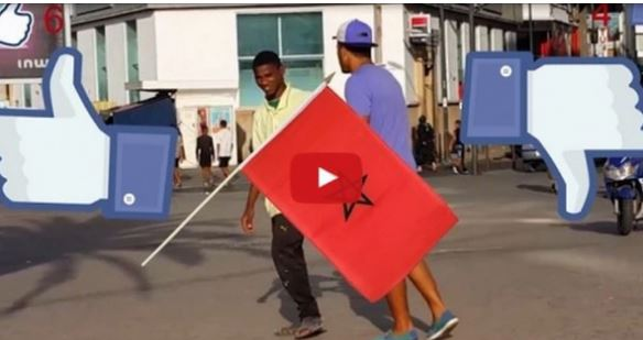 شاهد ردة فعل المغاربة عند رمي علم المغرب أمامهم