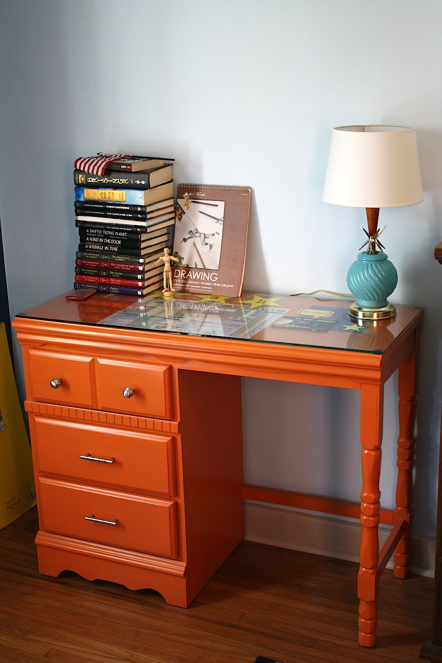 On the doorstep another boy 39 s room - Desks for small rooms ...
