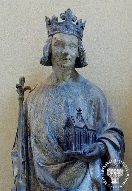 PARIS (75) - Musée du Louvre : Statue de Charles V (XIVe siècle)