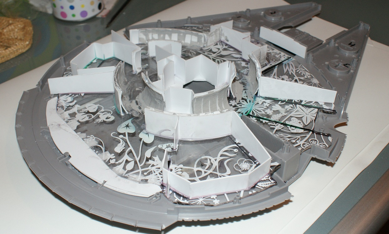 Construyendo el halcon milenario interior paso 3 for Interior halcon milenario