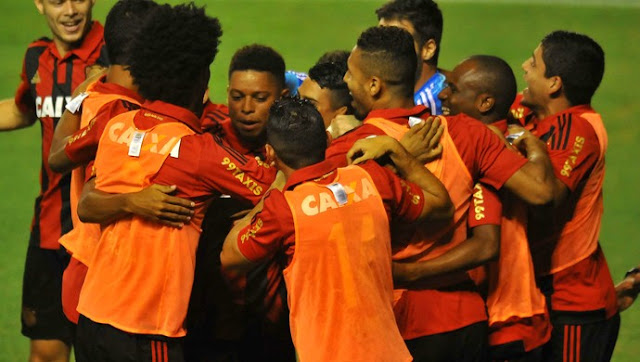 Sport atropela o Inter e segue líder do brasileirão