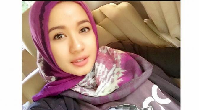 Artis Cantik Indonesia yang Istikamah Berjilbab\/ Berhijab Update  Yadi\u002639;s Web