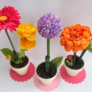 http://charlottesfancy.com/2010/04/26/crafty-monday-flowers-for-mothers-day/