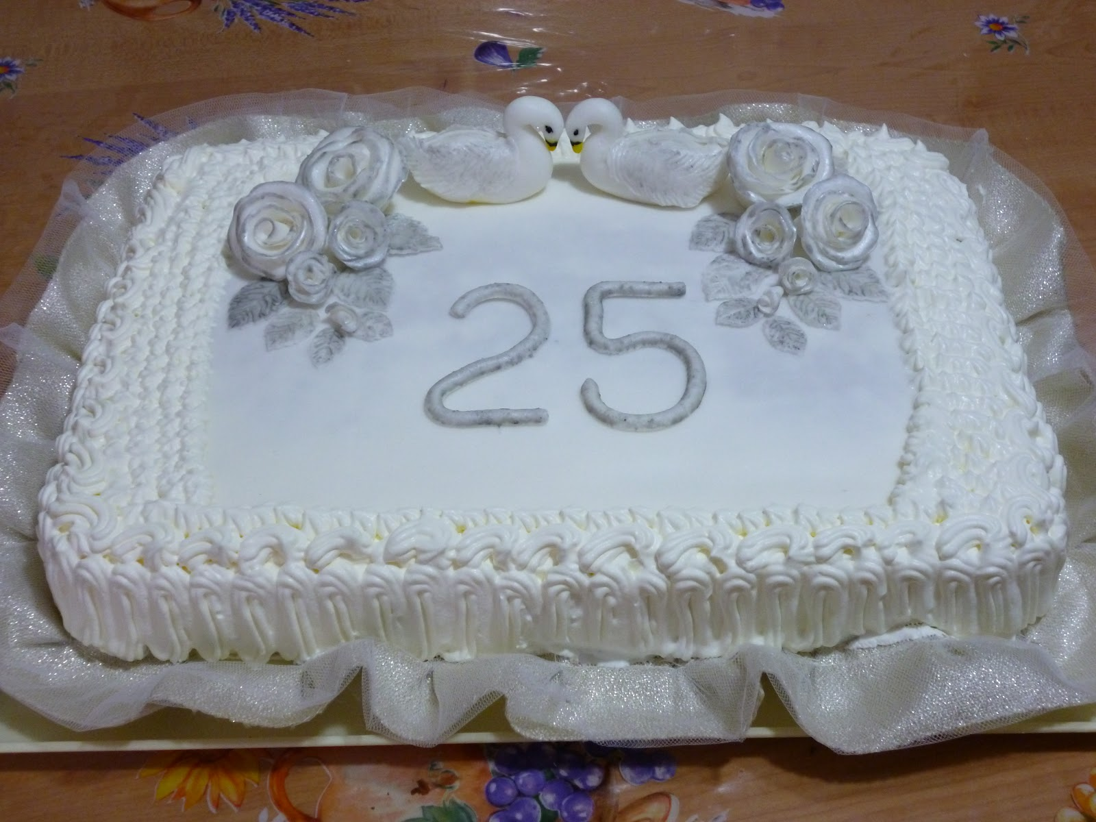 Favoloso come decorare una torta per anniversario di for Decorazioni torte 60 anni matrimonio