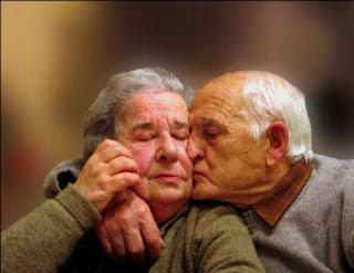 Respeto-y-amor-para-las-personas-mayores-en-el-hogar-geri%25C3%25A1trico-la-casa-del-adulto-mayor.jpg