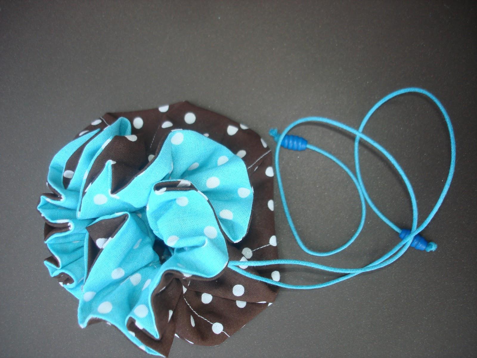 pochon à bijoux huit poches pois chocolat turquoise cordon
