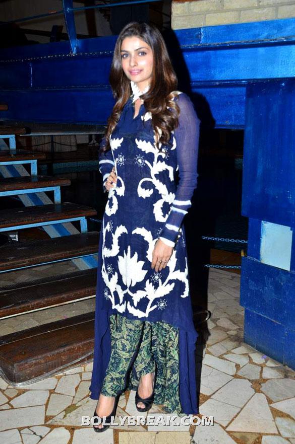 Prachi Desai wore a beautiful designer fusion blue churidar - (9) -  Asin, Prachi Desai Bol Bachchan Stills