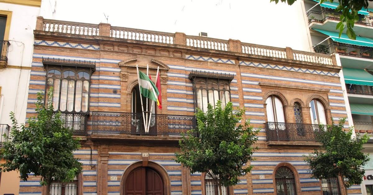 Sevilla daily photo la fachada de la casa de los mensaque - La casa de los uniformes sevilla ...