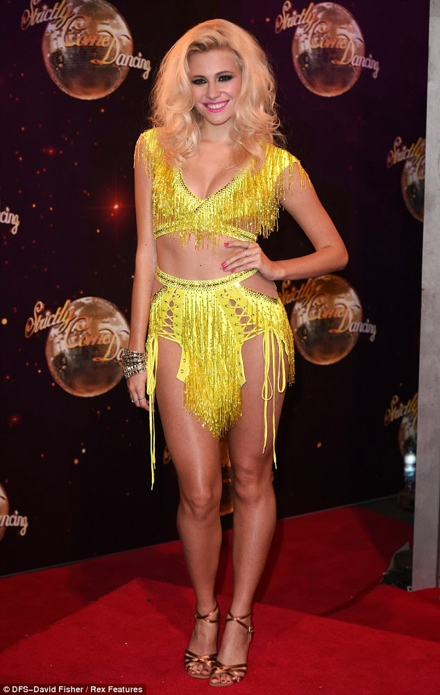 Pixie Lott hot legs in sexy outfit photo
