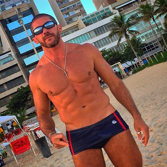 Pedro Filho vai à praia de Ipanema, no Rio. Foto: Arquivo pessoal