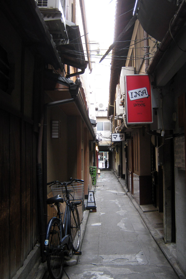 narrow alley in kyoto, gion, japan