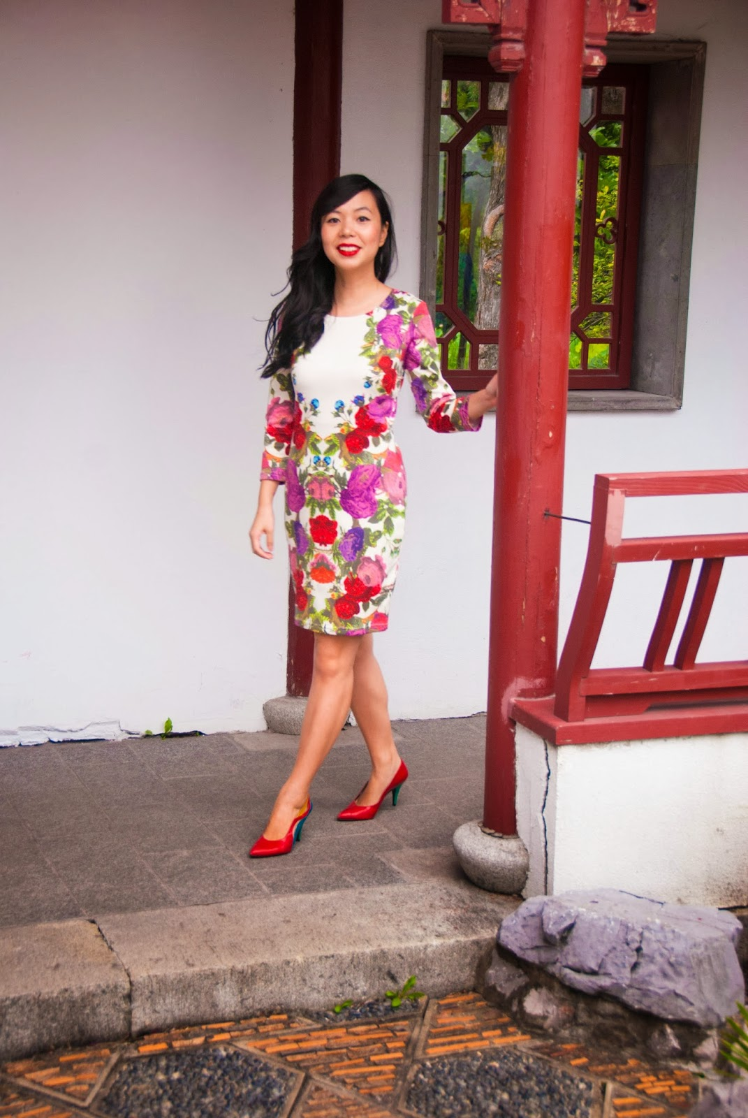 floral shiftdress colorblock red pumps heels lipstick