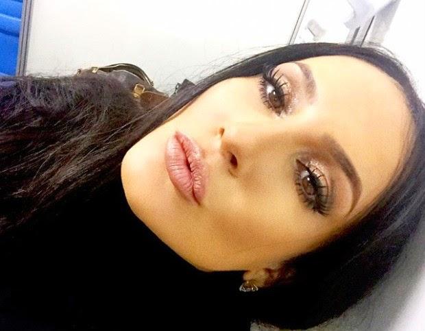 "Claudia Leitte se fantasia de Kim Kardashian e ""provoca"" Ivete Sangalo"