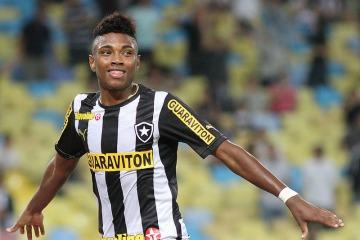 Botafogo vende Vitinho por mixaria e joga balde de gua fria na torcida