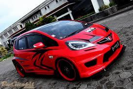 Mobil Honda Jazz Modifikasi merah