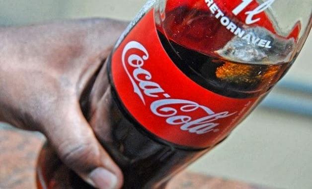 "Tirinha Gordo Fresco: Coca Cola divulga vídeo sobre o ""rato na garrafa""!"