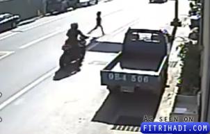 kanak-kanak ditendang selepas dilanggar motosikal