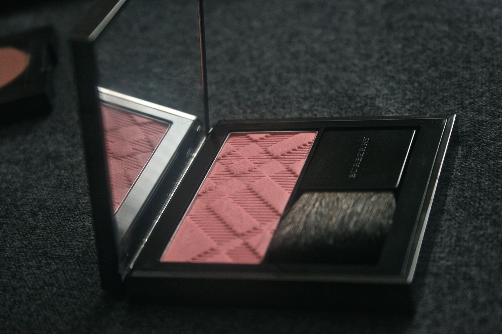Burberry Light Glow Natural Blush in Blossom Blush