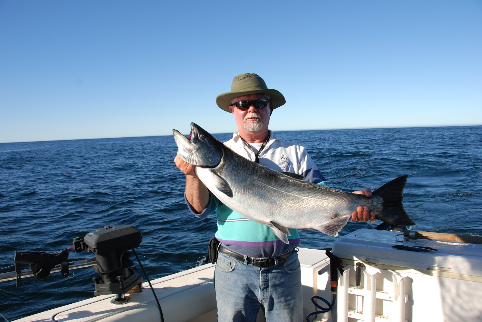 Bc oceanfront fishing off vancouver island 39 s west coast for Vancouver island fishing
