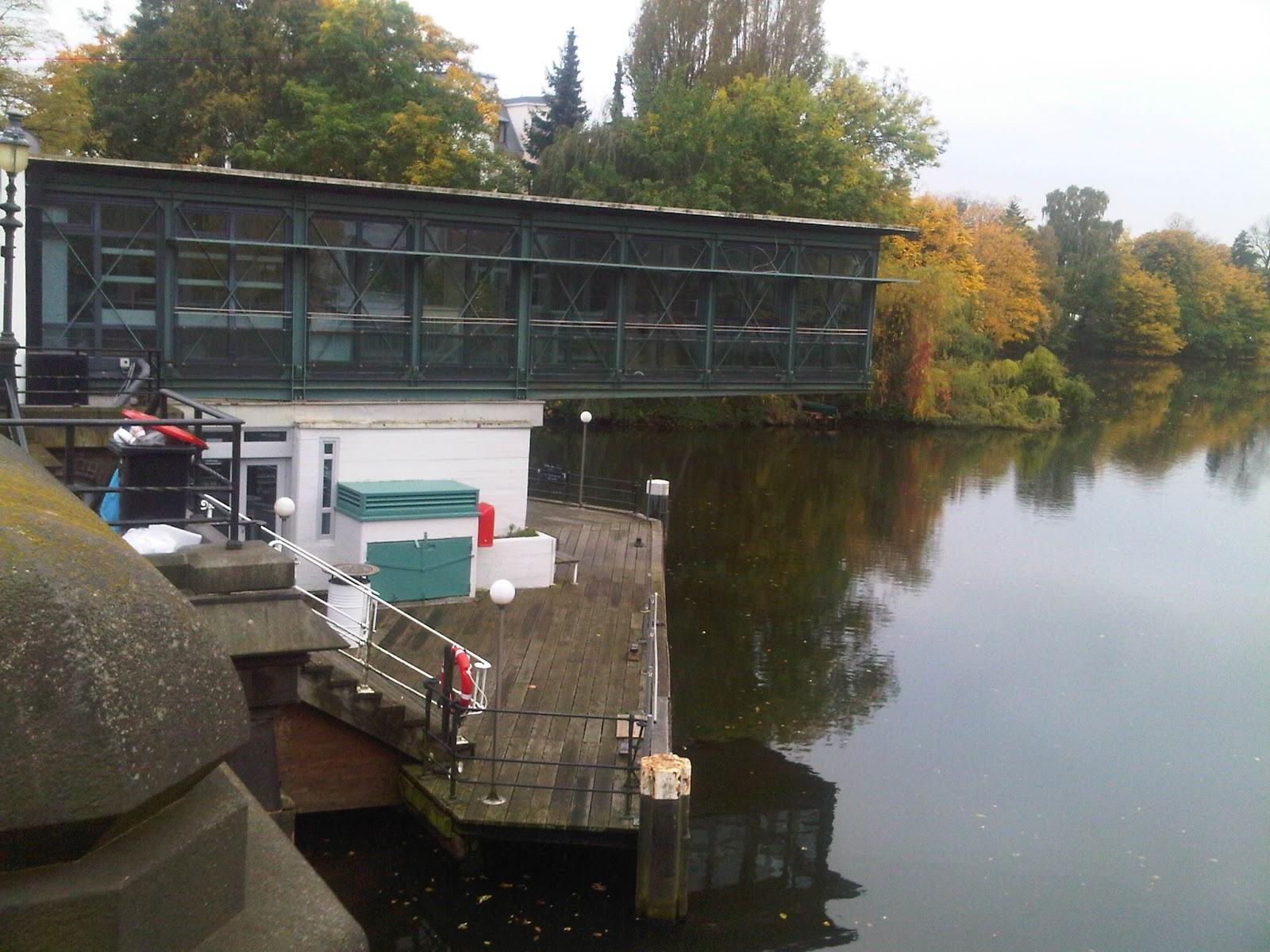 Fleet in Uhlenhorst - Wasserspiegelung - Herbstlaub - Schleuse