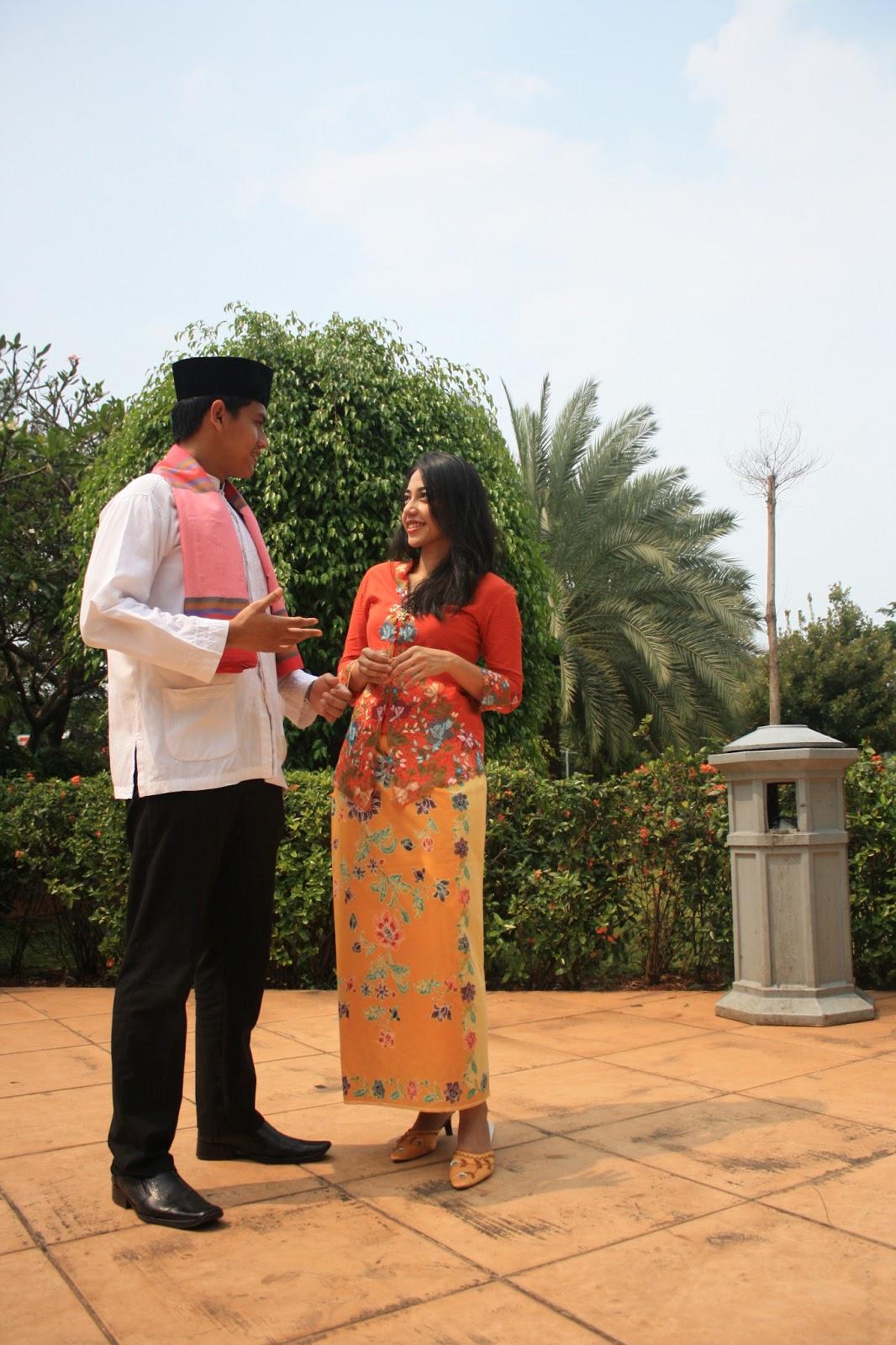 Abang None Jakarta Pusat: Jakarta Civil Servants Donning Betawi Styles