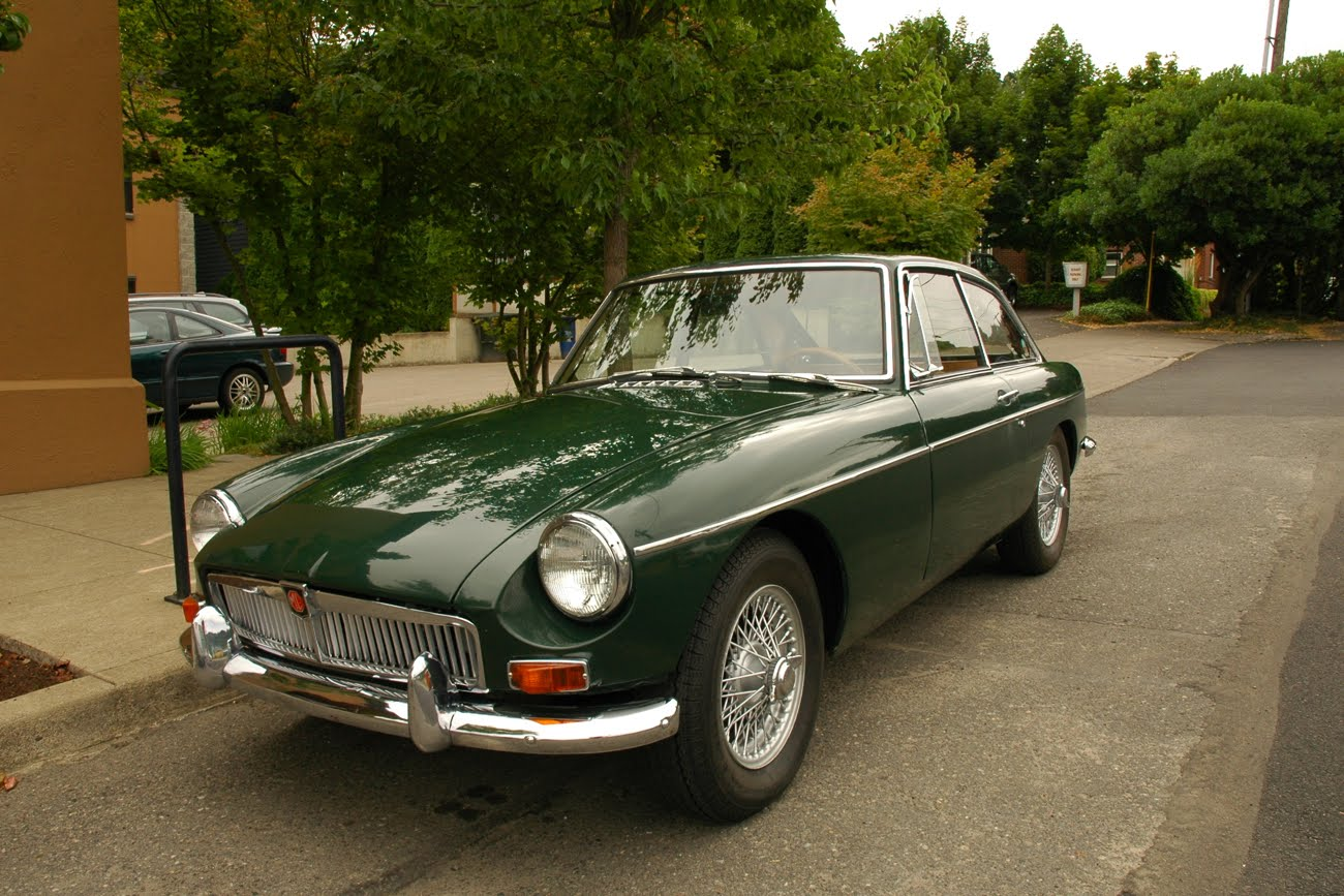 OLD PARKED CARS.: 1965 MG MGB GT.