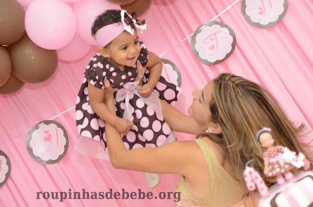 festa marrom e rosa infantil mae e filha