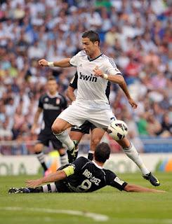 Cristiano+Ronaldo+Real+Madrid+CF+v+Granada+RHnH7a5VkIAl صور كريستيانو رونالدو مباراة غرناطة الدوري 2012/2013 2 سبتمبر 2012