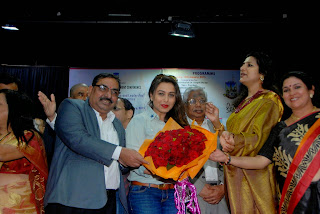 Rani Mukherjee Pictures in Denim Jeans at Mumbai University Felicitation Program ~ Bollywood and South Indian Cinema Actress Exclusive Picture Galleries