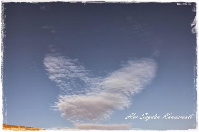 Kalp şeklinde bulutlar