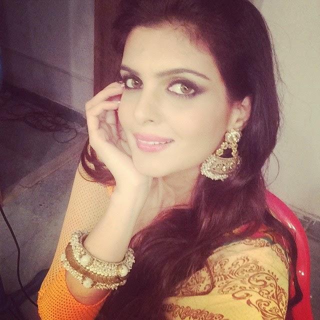 Bollywood Actress Ihana Dhillon cute pics