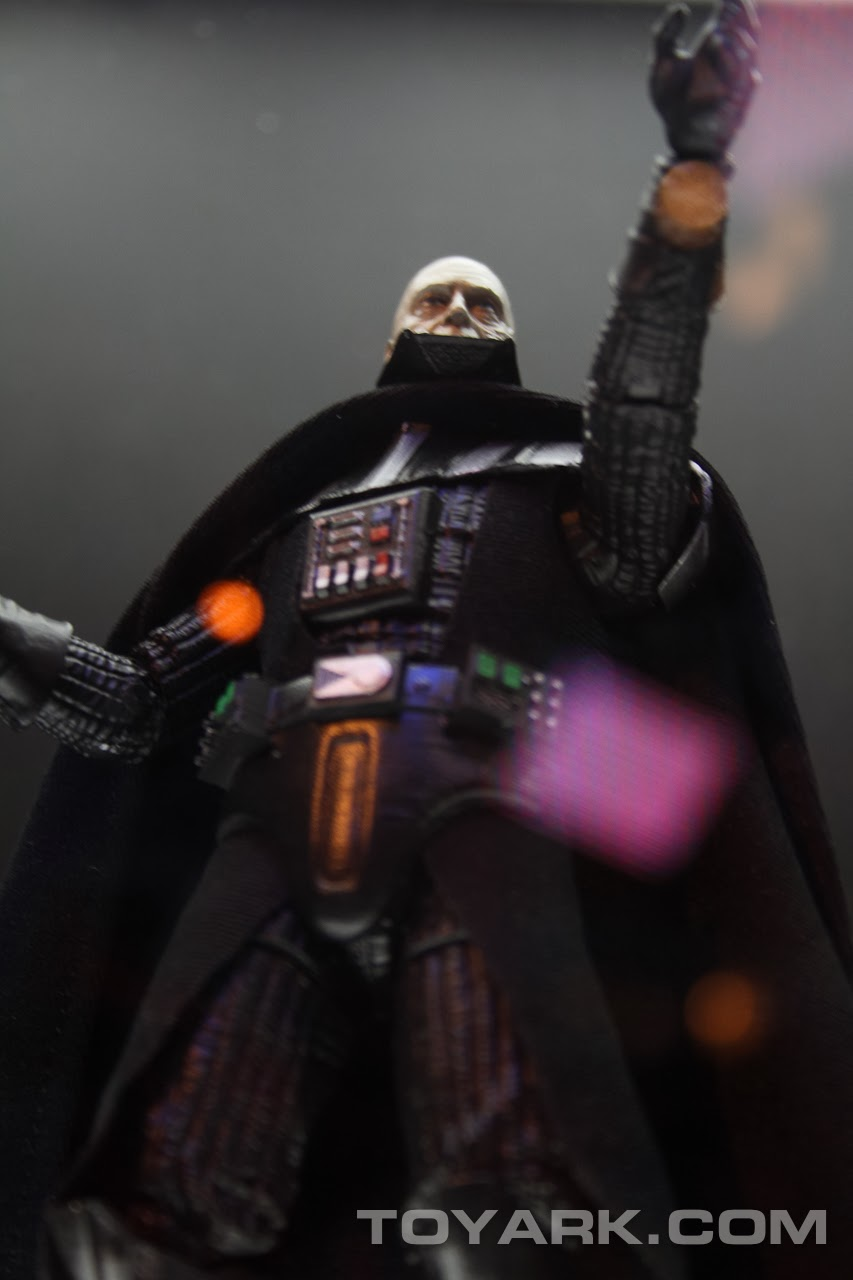 [Bandai][Tópico Oficial] S.H.Figuarts | Star Wars: The Phantom Menace - Darth Maul TOY_FAIR_2014_HASBRO_STAR_WARS_DISPLAY_6_INCH_BLACK_SERIES_EPVI_DARTH_VADER_03