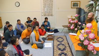 Disciple of Jagadguru Kripalu Ji Maharaj leading Bhagwad Gita Class in Fremont and Pasadena