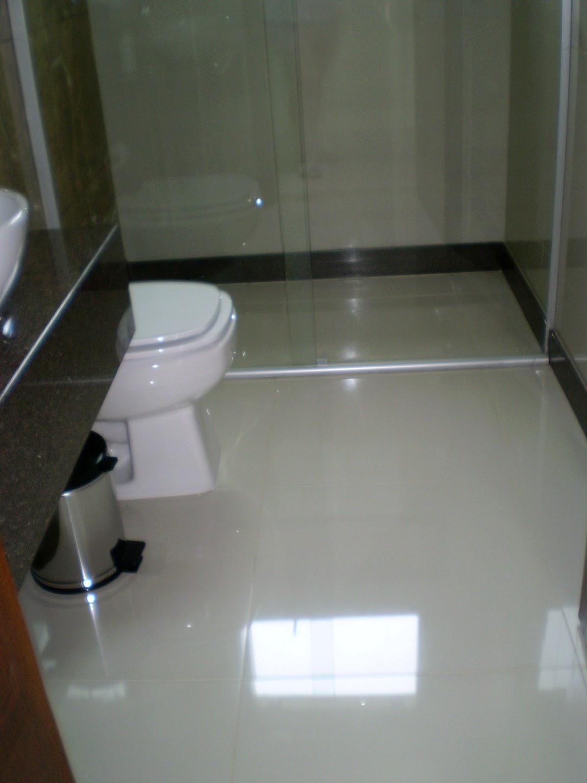 Super resistente tbm com camada Super Gloss não aranha fácil. #546477 1200x1600 Acabamento Piso Banheiro