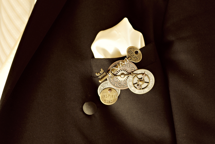 steampunk wedding, steampunk gears boutonniere