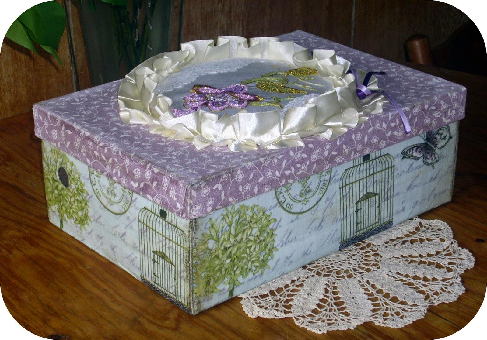 винтажная коробка с якобинской вышивкой