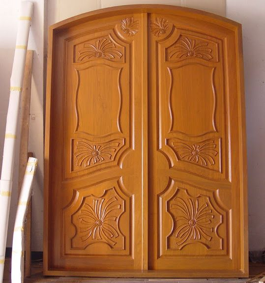 Beautiful front doors design gallery 10 photos kerala for Traditional main door design