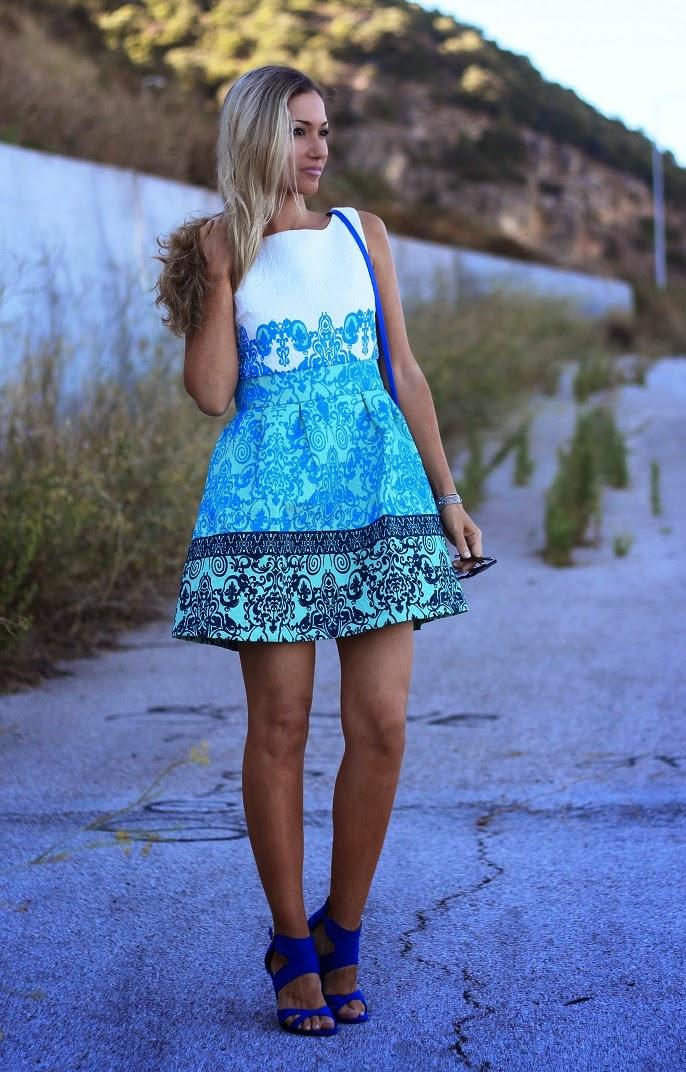 look do dia, ootd, outfit, look of the day, tendências, baroque dress, blue, cobalt, azul, cobalto, chicwish, textura barroca, look de festa, sandálias, carteira, brincos, zara, blanco, vestido feminino e elegante, style statement, dicas de imagem, blog de moda portugal, blogues de moda portugueses