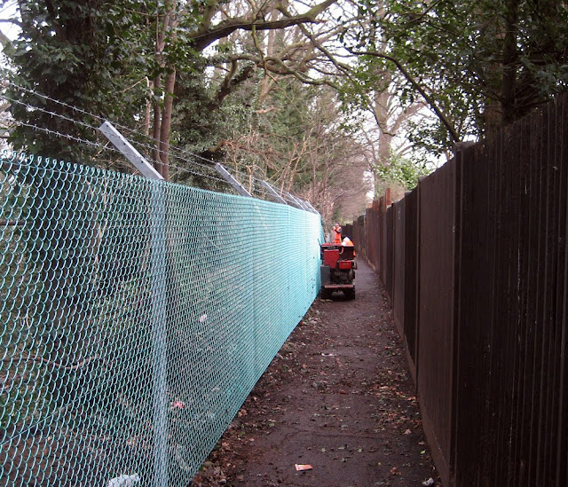 Railway path between West Wickham and Hayes: new mesh fence in place