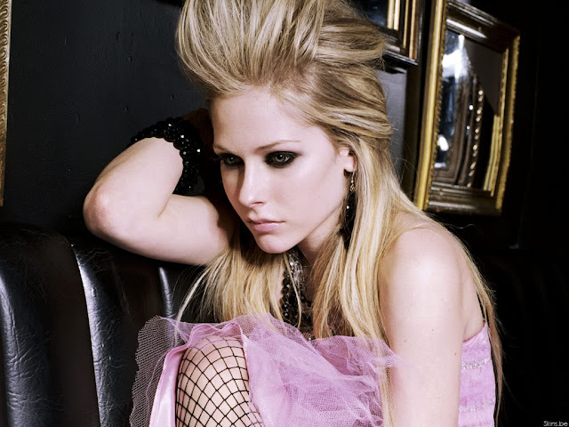 Avril Lavigne  Hot Photo Gallery