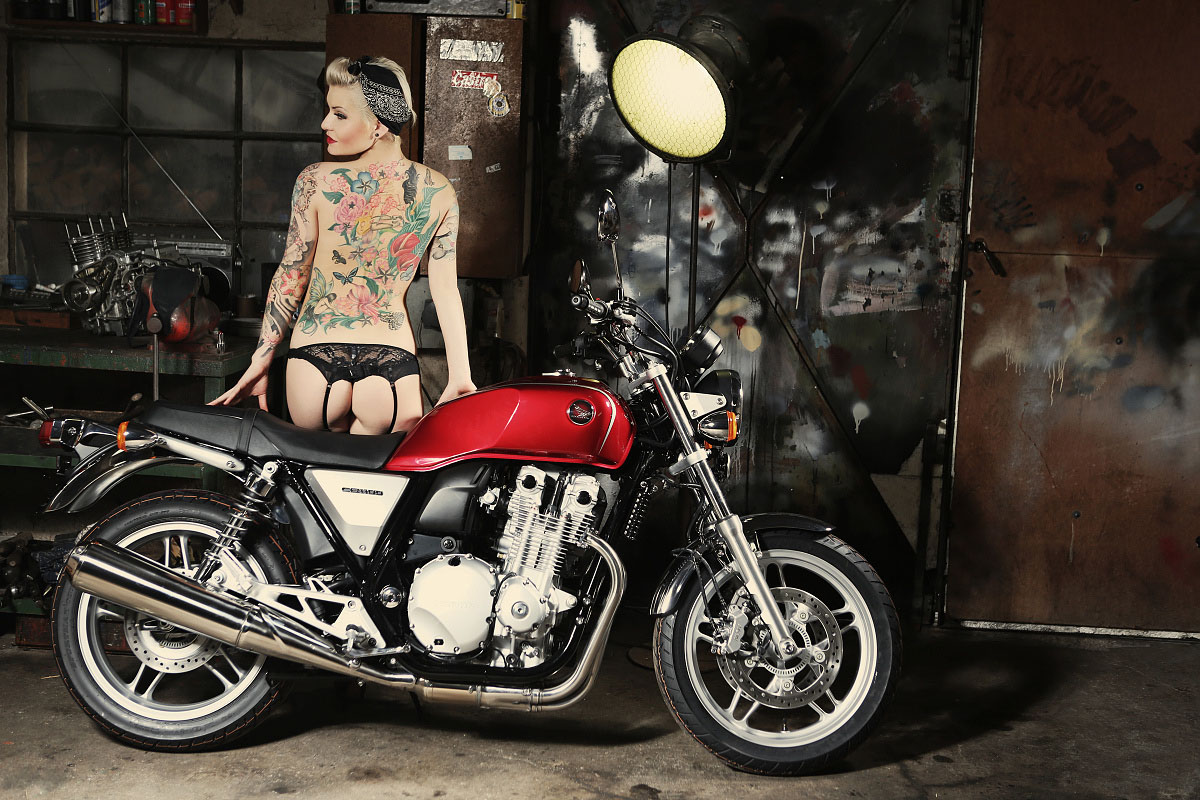 Cafe Racer Dream Girl