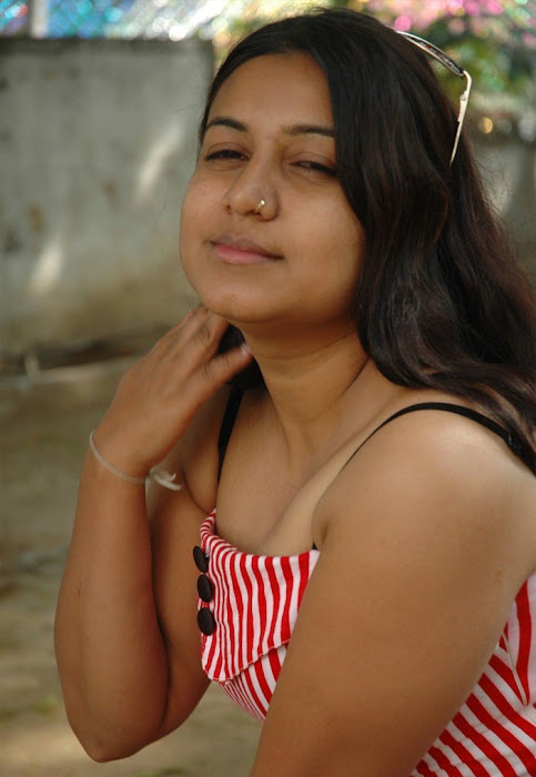 movie poo pookum osai spicy moments picture hot photoshoot